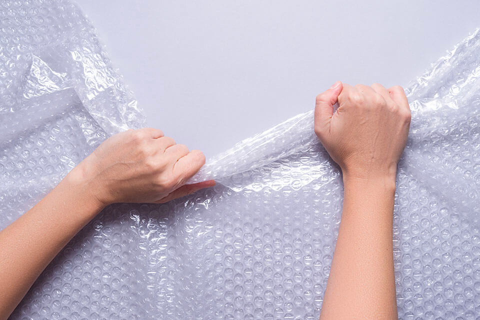One of the movers in Philadelphia, PA, using bubble wrap