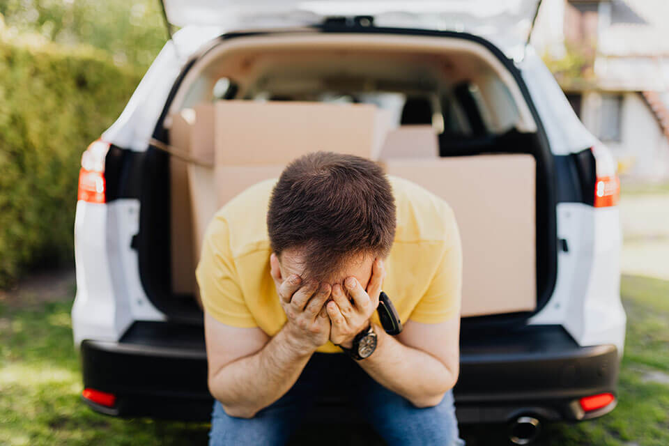 A man disappointed by the way movers in Philadelphia moved him