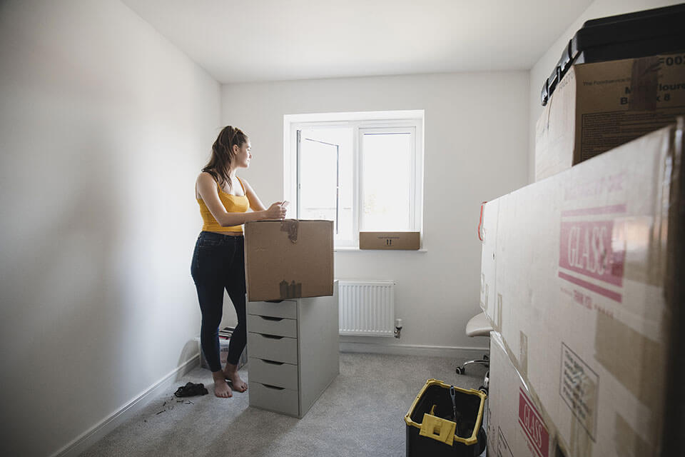 Philadelphia movers don't have to take as many breaks that non-professionals will